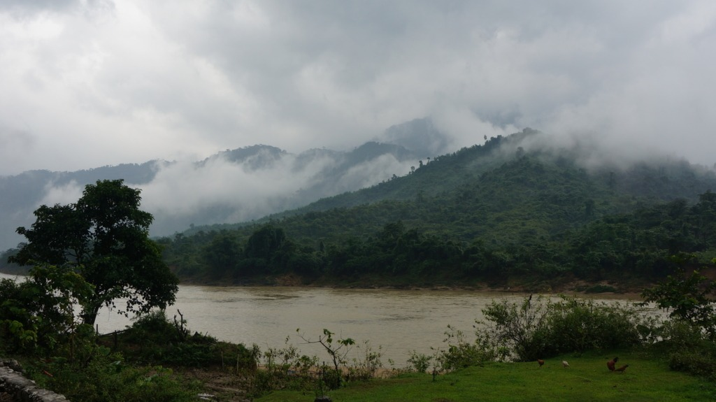 Mist over the hills between Thanh My and Dak Glei