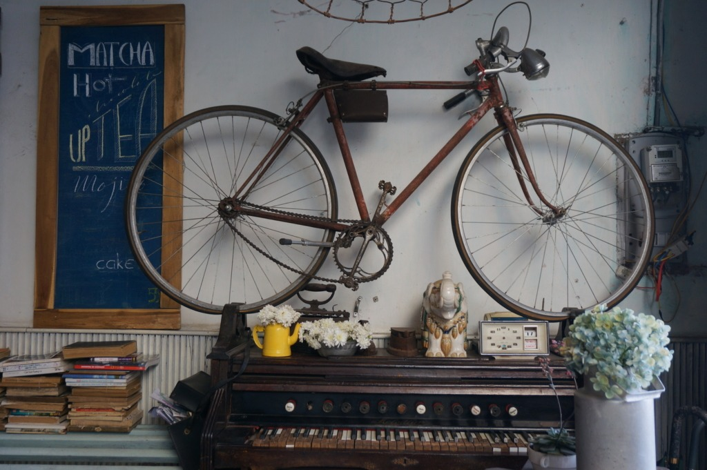 Piano abd bicycle at Bicycle Up Café, Da Lat