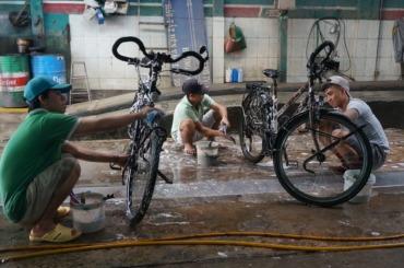 A fancy rửa xe (car / motorbike / bicycle) wash
