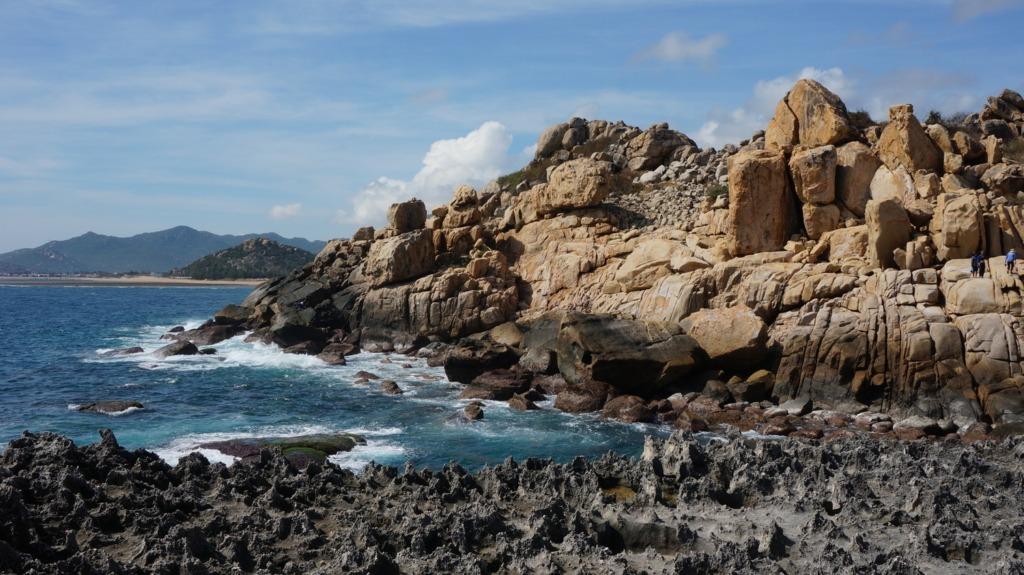 Boulders at Rai Hang
