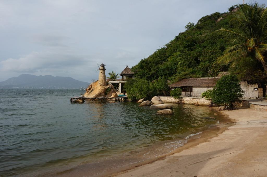 Ngoc Suong resort at Cam Lap promontory
