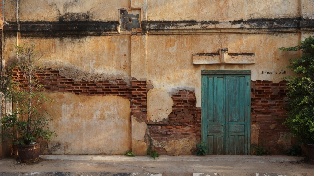 An incredibly picturesque wall at Savannakhet